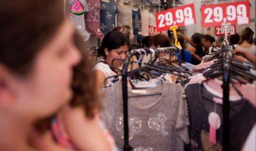 Comércio já procura intermitentes, mas posterga novas contratações